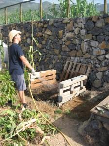 Construyendo una Pila de Composta Biointensiva              (Compost Biointensivo)